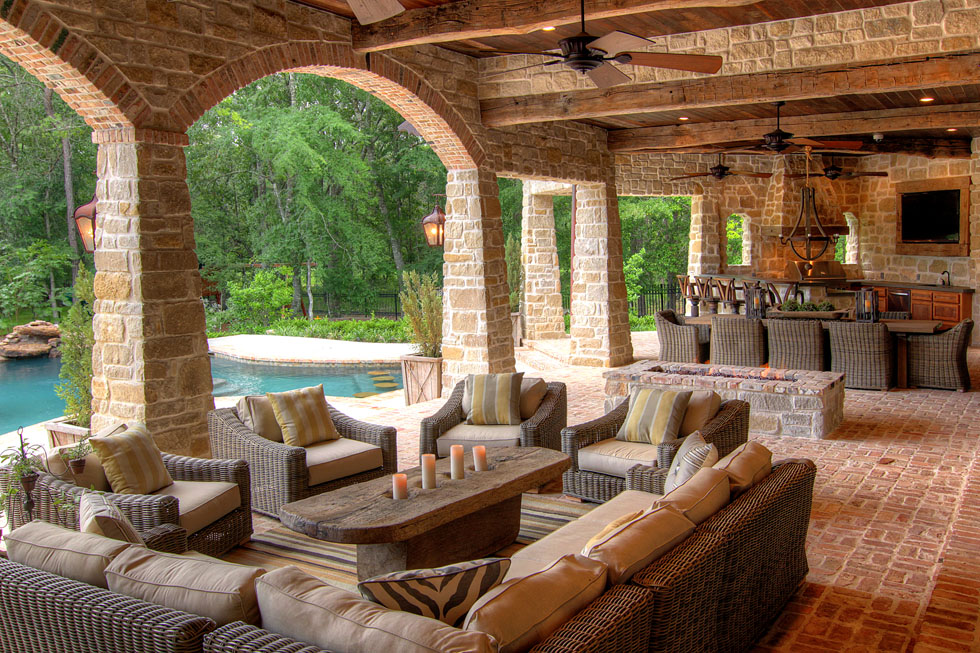 Outdoor living space eklektik interiors houston texas for Exterior room design