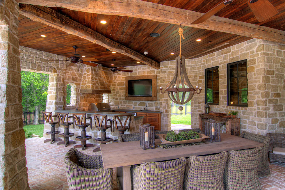 Outdoor living space eklektik interiors houston texas for Home plans with outdoor living spaces